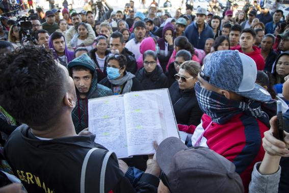 donald trump pide a migrantes que se vayan a casa 3