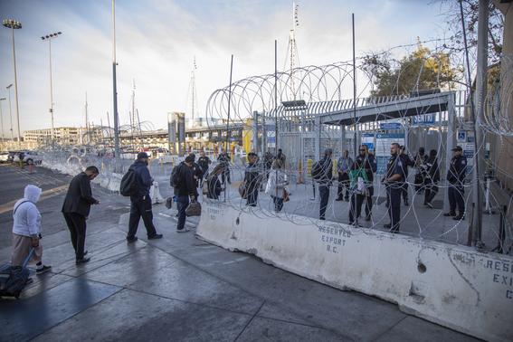 migrantes se manifiestan en garita el chaparral 1