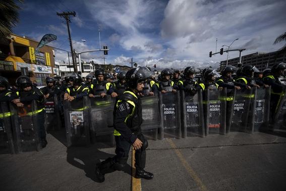 migrantes se manifiestan en garita el chaparral 2
