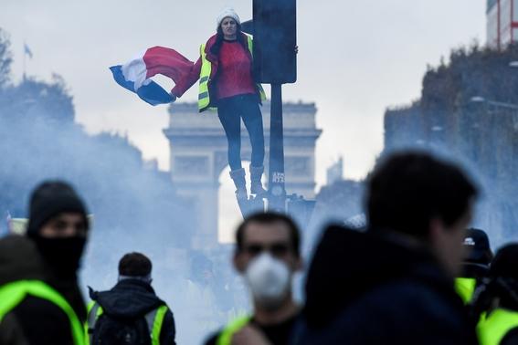 enfrentamiento en paris por gasolinazo 1