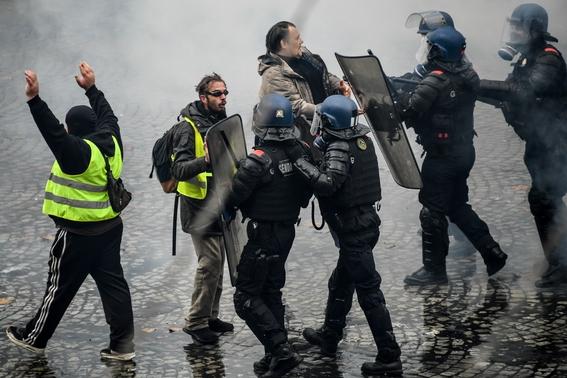 enfrentamiento en paris por gasolinazo 3