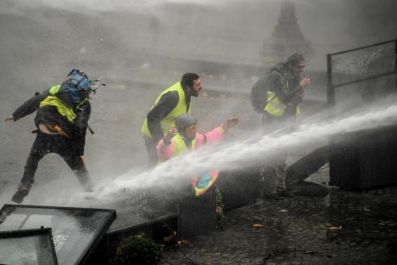 enfrentamiento en paris por gasolinazo 4