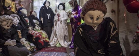 12 Nostalgic Photos Of The Japanese Village Inhabited By Dolls