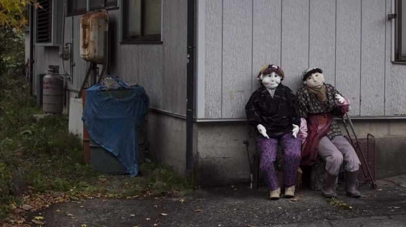 12 Nostalgic Photos Of The Japanese Village Inhabited By Dolls 0