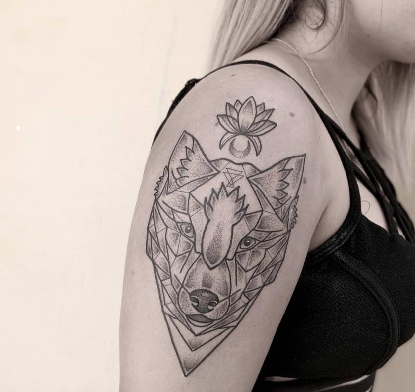 Ideas de tatuajes puntillistas y de líneas si quieres un diseño en blanco y negro 1