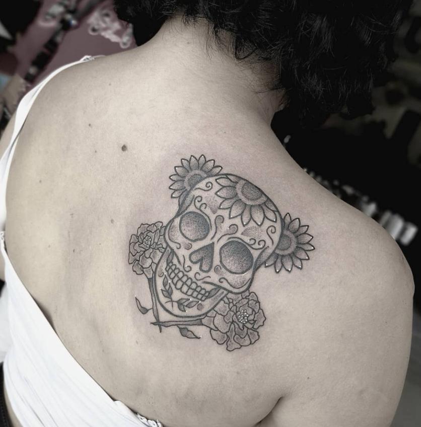 Ideas de tatuajes puntillistas y de líneas si quieres un diseño en blanco y negro 2