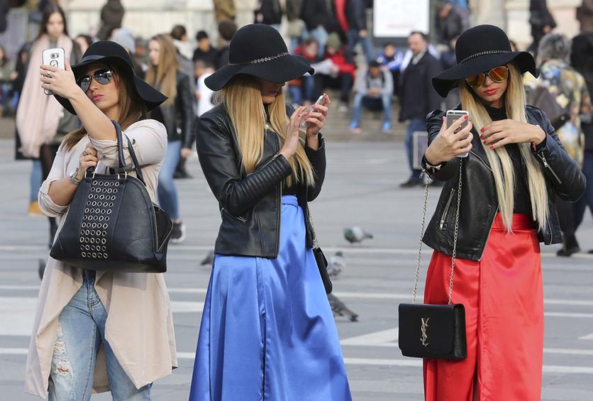 34 fotografías que revelan nuestra enferma obsesión con los smartphones 19