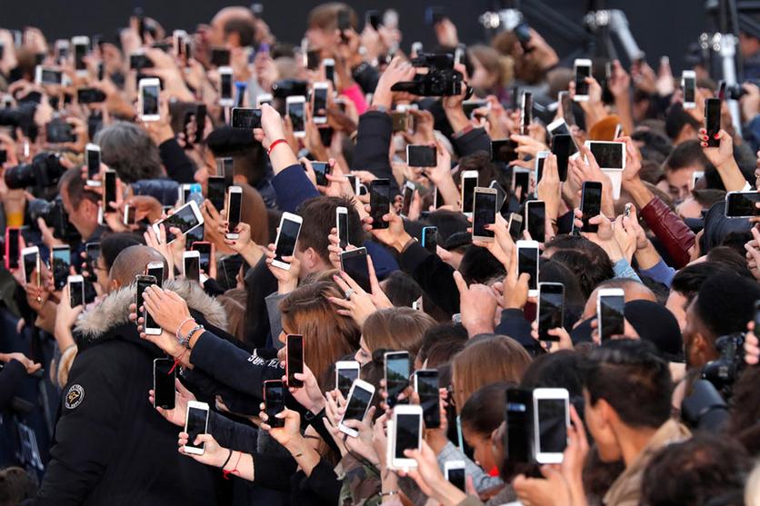 34 fotografías que revelan nuestra enferma obsesión con los smartphones 34