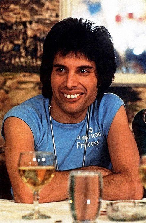 50 fotografías de la evolución de Freddie Mercury 3