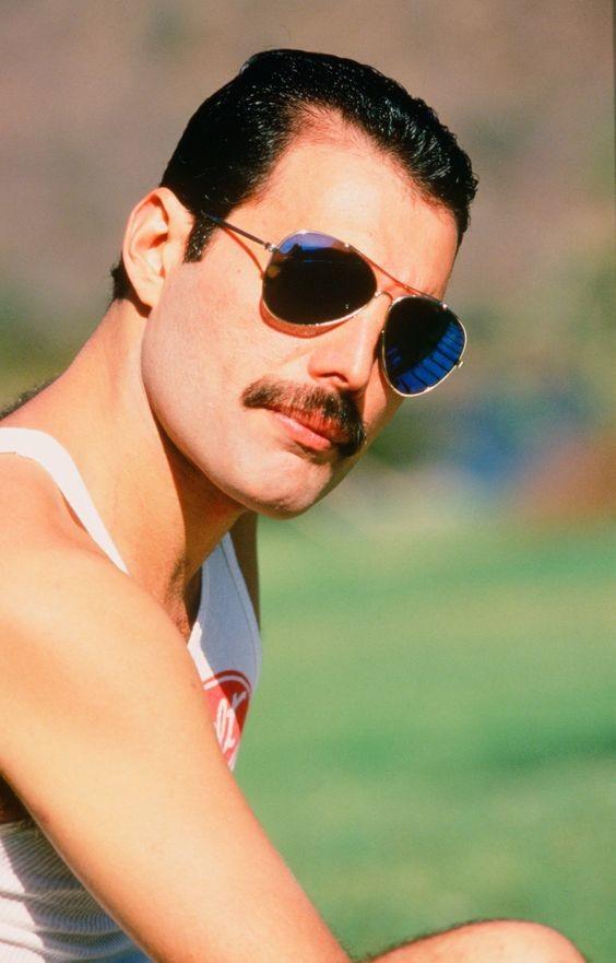 50 fotografías de la evolución de Freddie Mercury 21