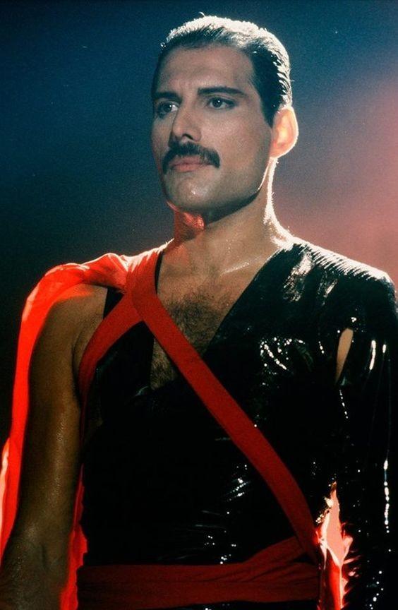 50 fotografías de la evolución de Freddie Mercury 32