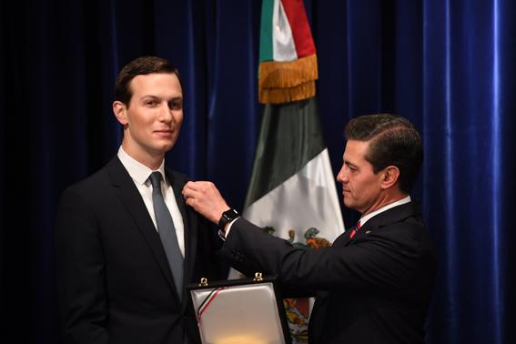 pena nieto entrega aguila azteca a jared kushner 1