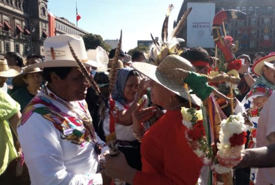 amlo recibe baston de mando pueblos originarios 2
