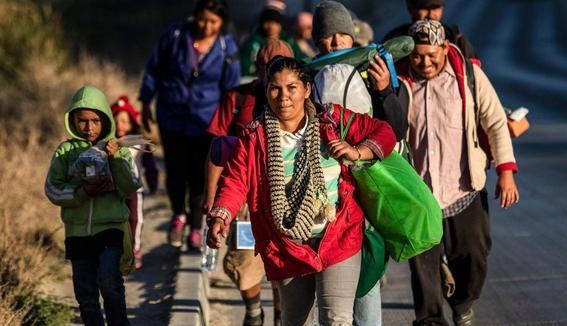 migrante salvadorena consigue trabajo en playas de tijuana 2