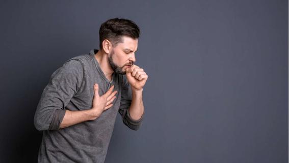 un hombre expulso parte de su pulmon al toser 1