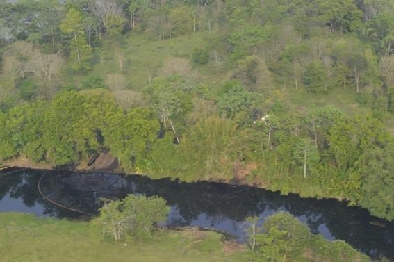 indigenas impiden reparar el oleoducto que danaron 1