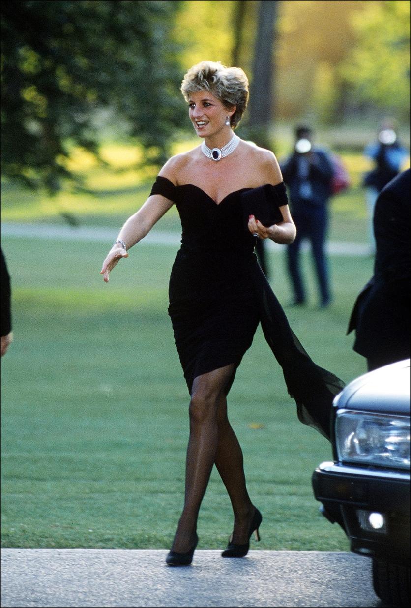 De Chanel a Lily-Rose Depp: Así ha evolucionado el Little Black Dress 11