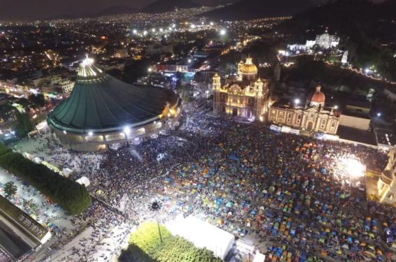 mexicanos cantan mananitas a virgen en la basilica 2