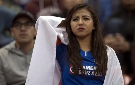 aficionados de cruz azul siguen sin creer la maldicion del equipo 1