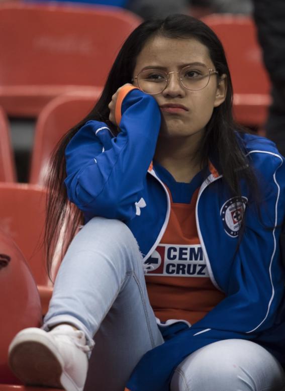 aficionados de cruz azul siguen sin creer la maldicion del equipo 3