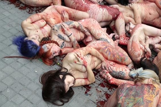 animalistas protestan contra industria peletera en barcelona 3