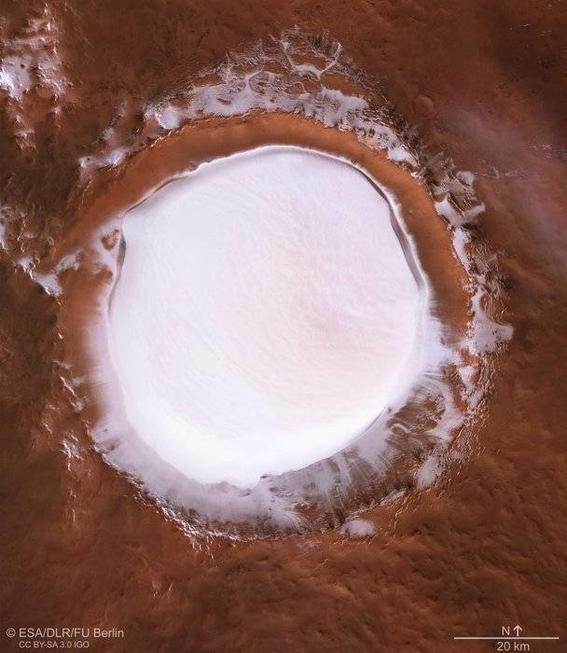foto crater korolev fotografiado por la sonda mars express 1