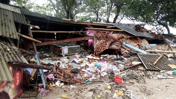 video del tsunami de indonesia que irrumpe concierto de seventeen 1