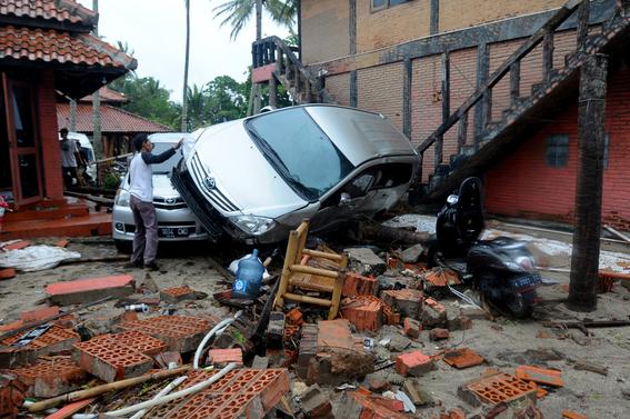 video del tsunami de indonesia que irrumpe concierto de seventeen 3