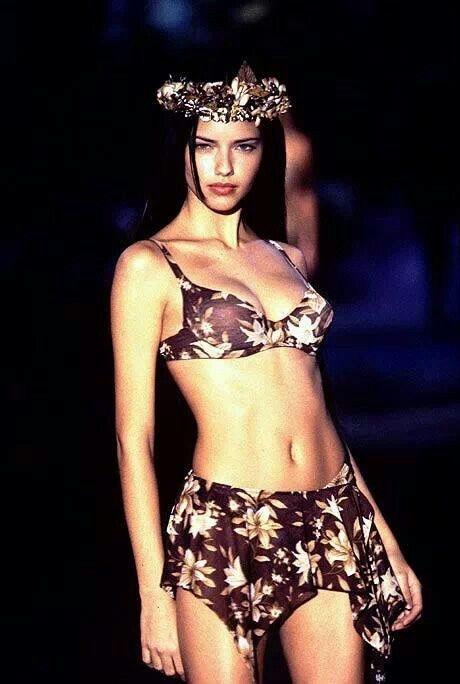 La evolución de Adriana Lima en 18 fotografías del Victoria's Secret Fashion Show 1