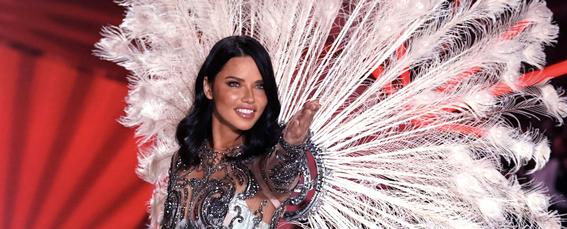 La evolución de Adriana Lima en 18 fotografías del Victoria's Secret Fashion Show