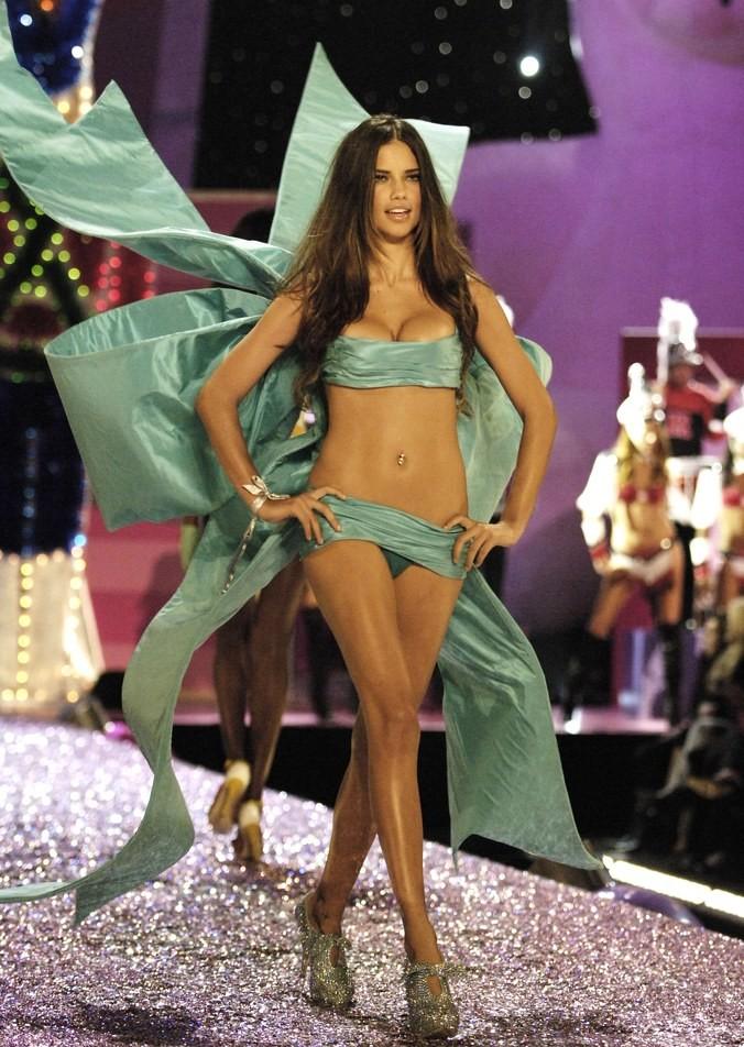 La evolución de Adriana Lima en 18 fotografías del Victoria's Secret Fashion Show 6