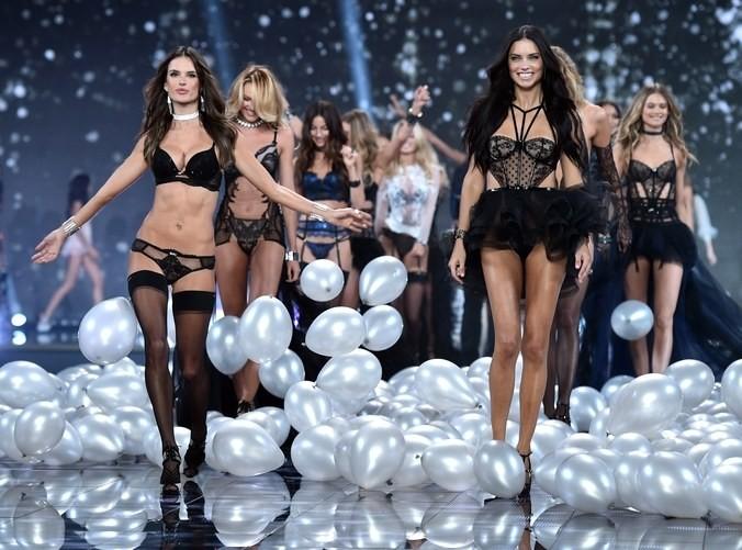 La evolución de Adriana Lima en 18 fotografías del Victoria's Secret Fashion Show 14