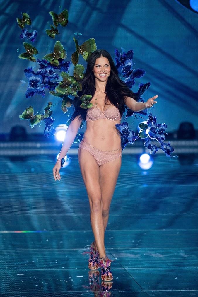 La evolución de Adriana Lima en 18 fotografías del Victoria's Secret Fashion Show 15