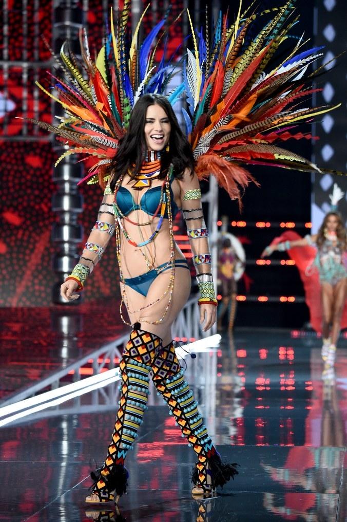 La evolución de Adriana Lima en 18 fotografías del Victoria's Secret Fashion Show 17