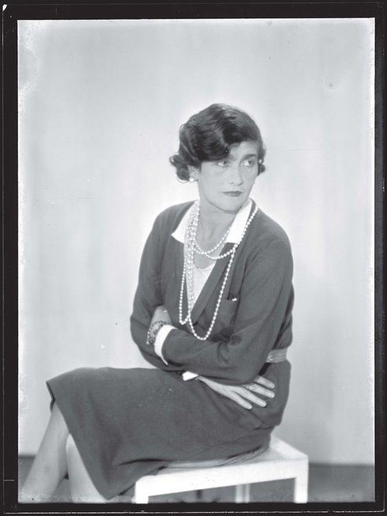 Fotografías de Coco Chanel que demuestran su estilo durante toda su vida 11
