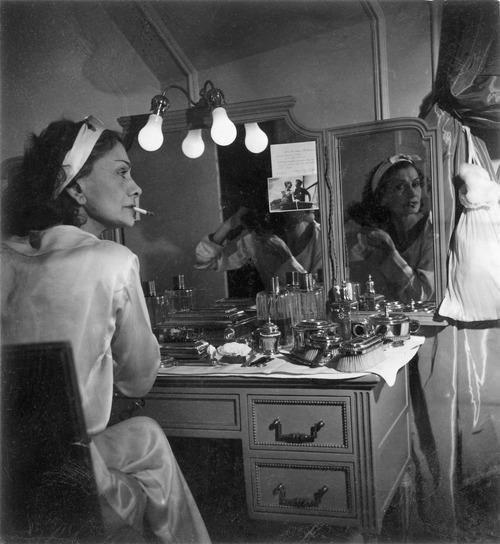 Fotografías de Coco Chanel que demuestran su estilo durante toda su vida 17