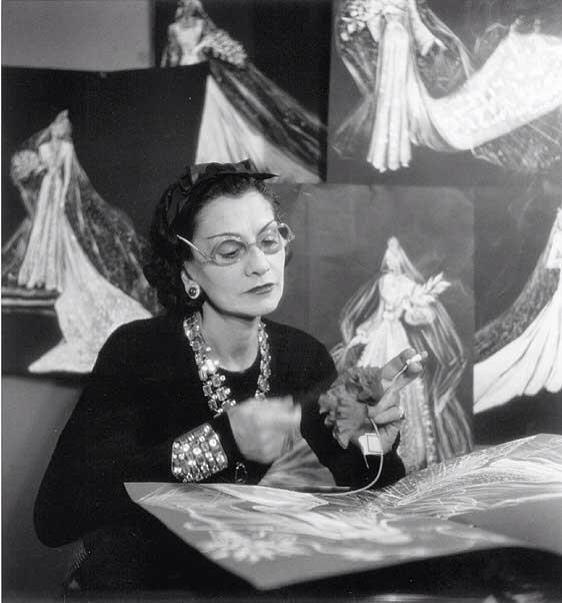 Fotografías de Coco Chanel que demuestran su estilo durante toda su vida 18