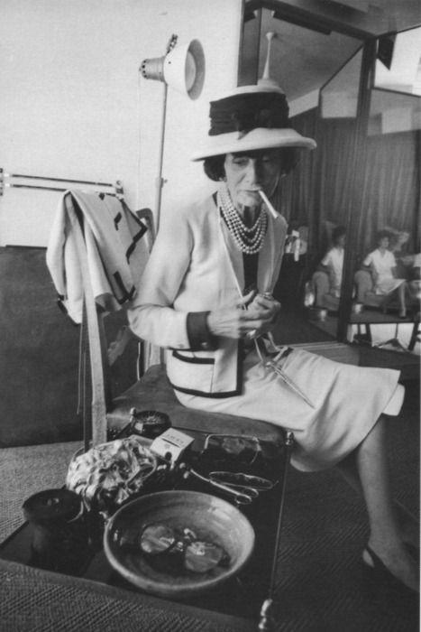 Fotografías de Coco Chanel que demuestran su estilo durante toda su vida 19