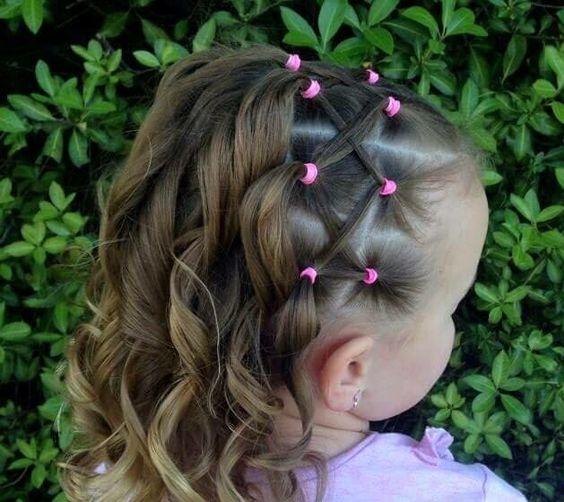 5 peinados fáciles con ligas perfectos para niñas  2