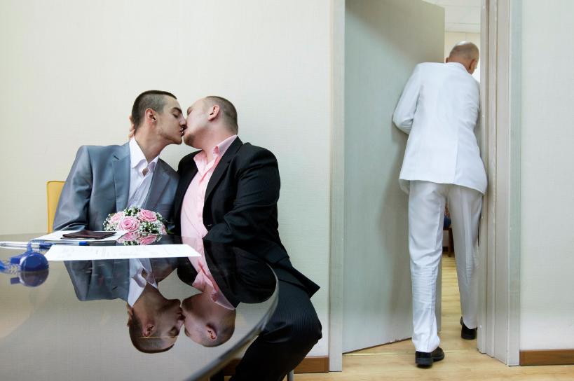 16 fotografías de Mads Nissen del amor y la homofobia en Rusia 1