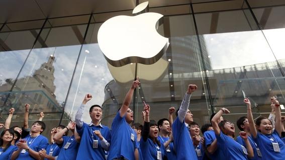 acciones de apple se desploman ante baja en venta de iphone 2