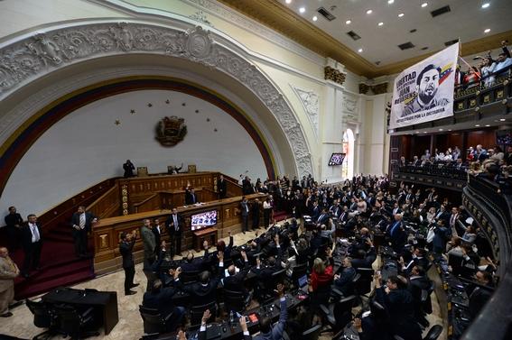 parlamento venezolano declara como usurpador a maduro por su reeleccion 2