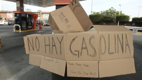 desabasto huachicoleros hacen su agosto vendiendo litros a 30 pesos 1