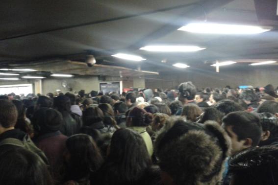 usuario cae a vias de l1 provoca caos en metro 2
