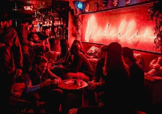 en paris abren una discoteca dedicada a pablo escobar 1