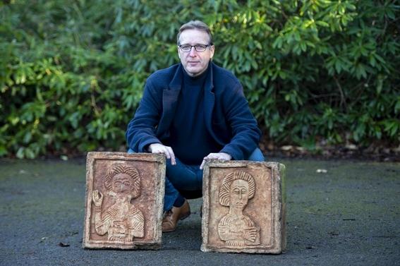 encuentran piedras de mil anos de antiguedad en jardin ingles 1