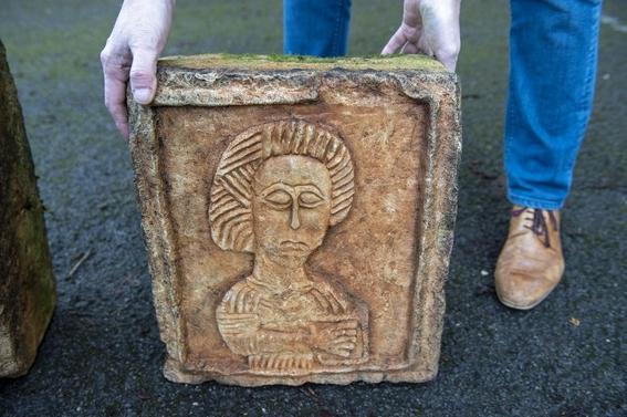 encuentran piedras de mil anos de antiguedad en jardin ingles 2