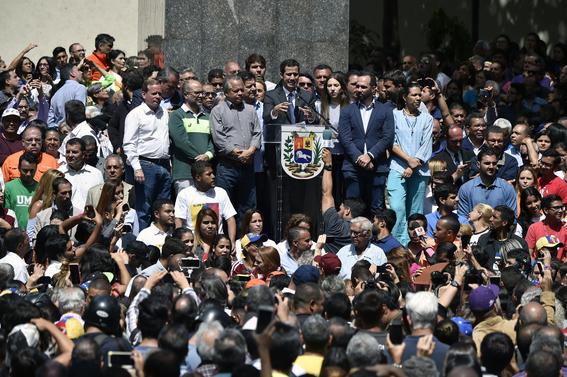 guaido pide al ejercito dejar a maduro apoyar al pueblo 1