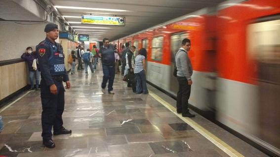 procuraduria descubre policias del metro complices de delincuentes 1