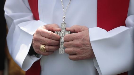 iglesia revela los nombres de mas de 300 curas 2